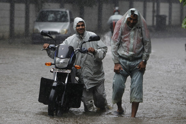 9 Times The Monsoons Will Make You Wish You Were Healthier