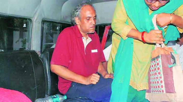 Kolkata man living with sister deadbody
