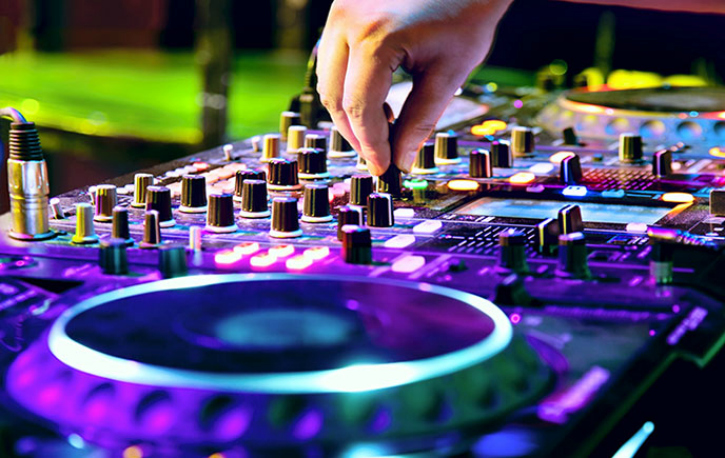 #Shocking This DJ Was A Little Late Responding To A Song Request. He Lost His Life For It