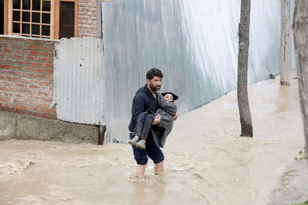 save and rescue in Kashmir 2015