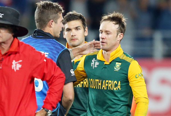 AB de Villiers consoled by Tim Southee