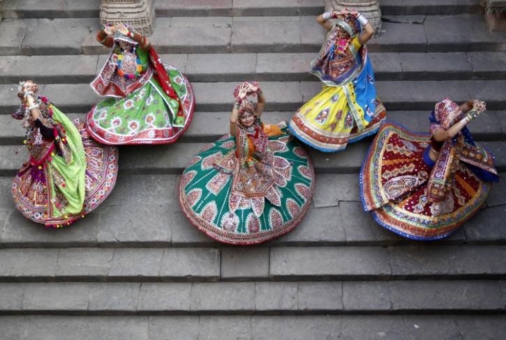 garba dancers