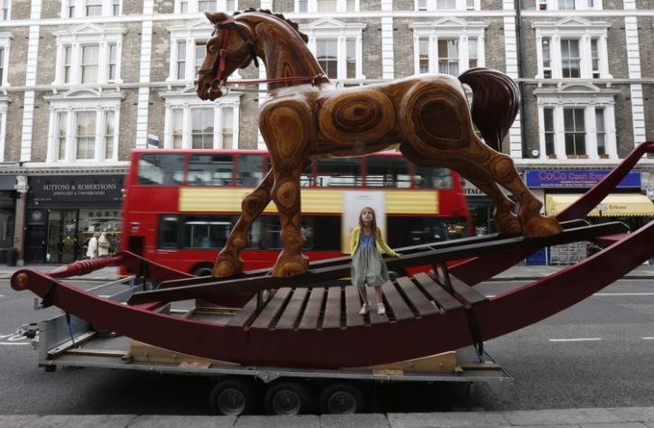 giant rocking horse uk