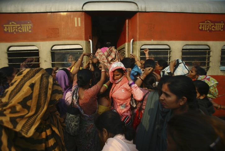 crowded woms train india