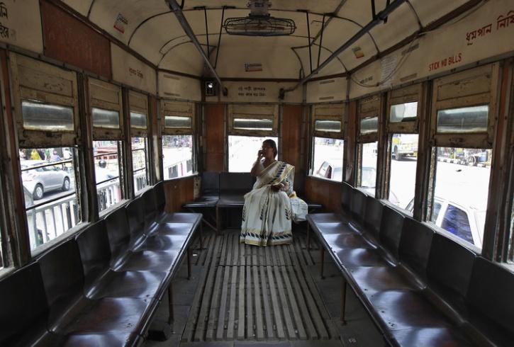 kolkota tram woman