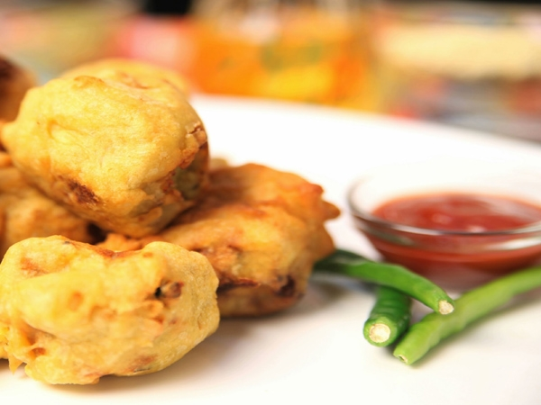 How To Make A Healthy Batata Vada (We're Not Kidding!)
