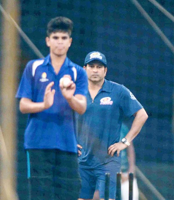 Wasim Akram with Arjun Tendulkar