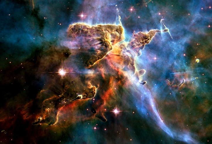 Cosmic pinnacle in Carina Nebula