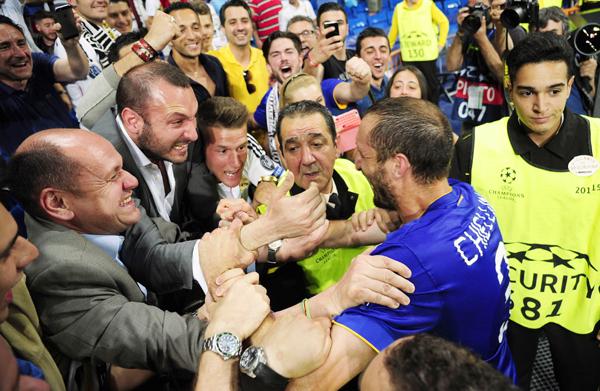Giorgio Chiellini with fans