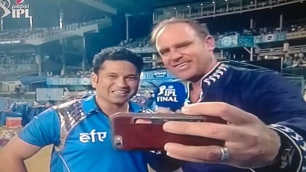 Hayden Sachin taking selfie on TV