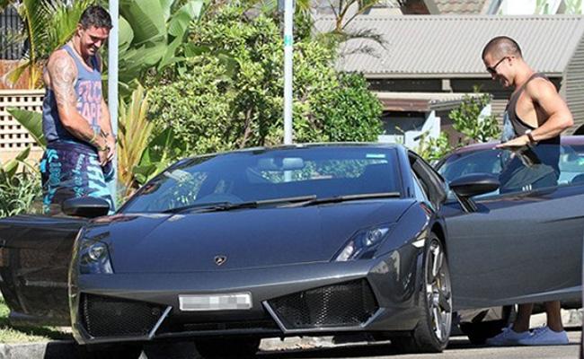 Kevin Pietersen getting into his Lamborghini Gallardo