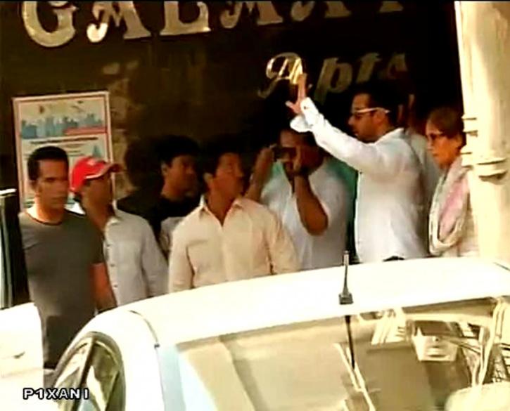 Salman outside mumbai sessions court
