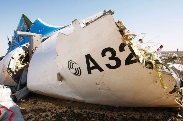 russia air plane crash a321 wreckage
