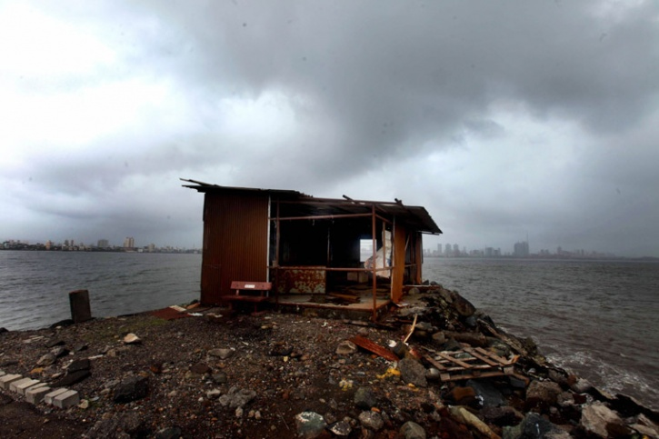Mumbai shanty on coast