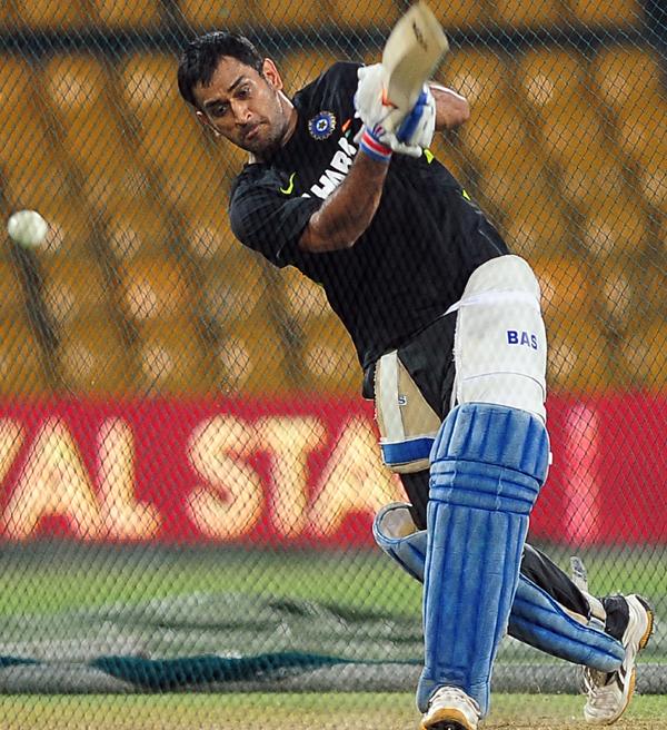 Dhoni batting during practice