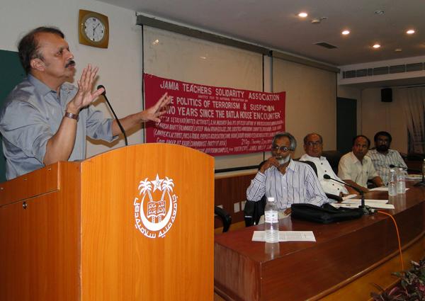 SM Mushrif speaking at a forum in Delhi