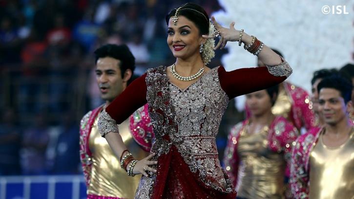 Aishwarya Rai Bachchan performing at the 2015 ISL opening ceremony
