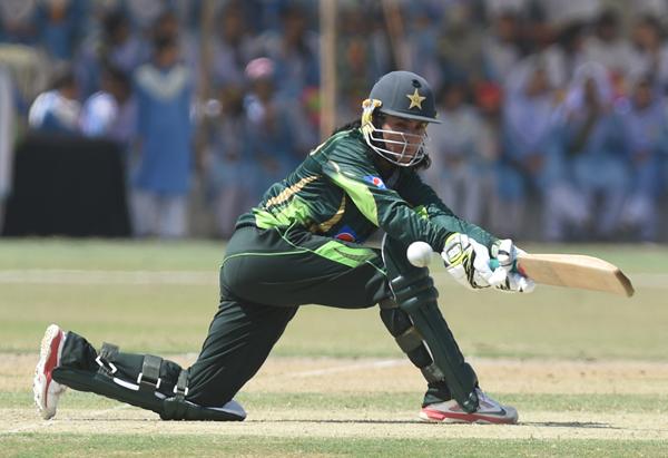 Bismah Maroof sweeps against Bangladesh