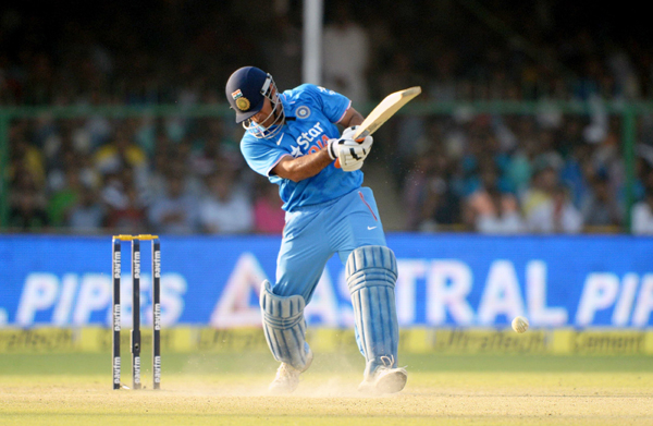 Dhoni fails to find the boundary