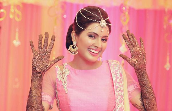 Geeta Basra showing off her mehandi