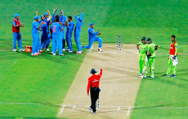 India celebrate a fall of Pakistani wicket during 2015 WC