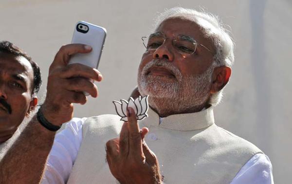 Modi takes a selfie