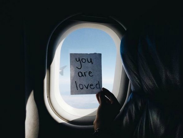 Air Hostess Pins Notes On Plane Windows, Surprises Passengers With Words Of Encouragement