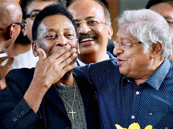 Pele greeted by former India football captain Chuni Goswami
