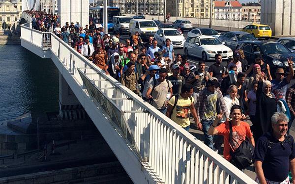Refugees entering Austria