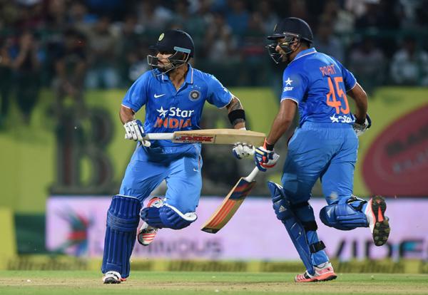 Rohit Sharma and Virat Kohli running between the wickets