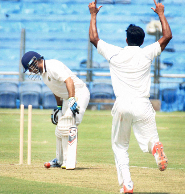 Sehwag bowled by Munde