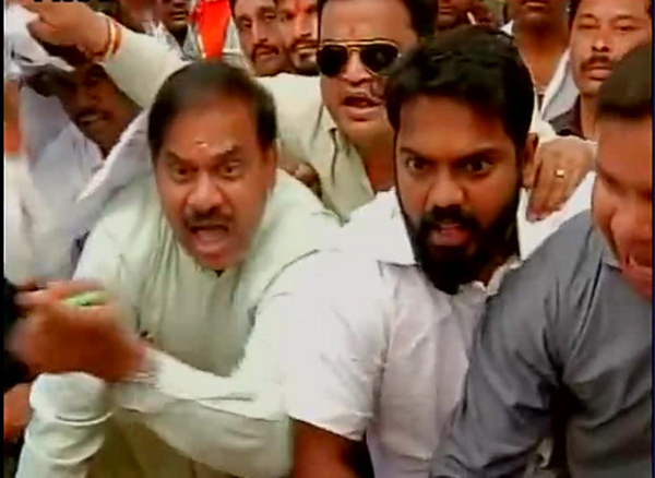 Shiv Sena protesters