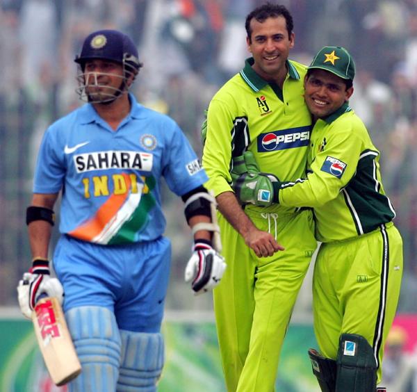 Arshad Khan celebrates wicket of Sachin