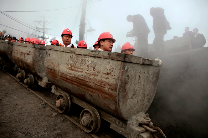 Chinese coal company to lay off 100000 employees