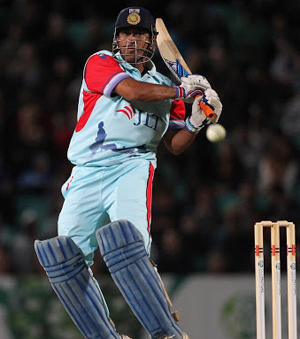 Dhoni pulls at the Oval