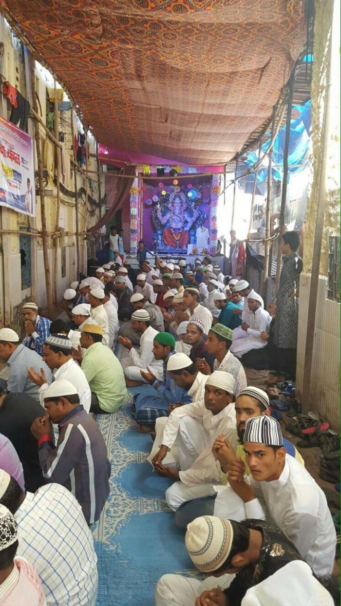 Eid namaz at Mumbai colaba ganpati pandal