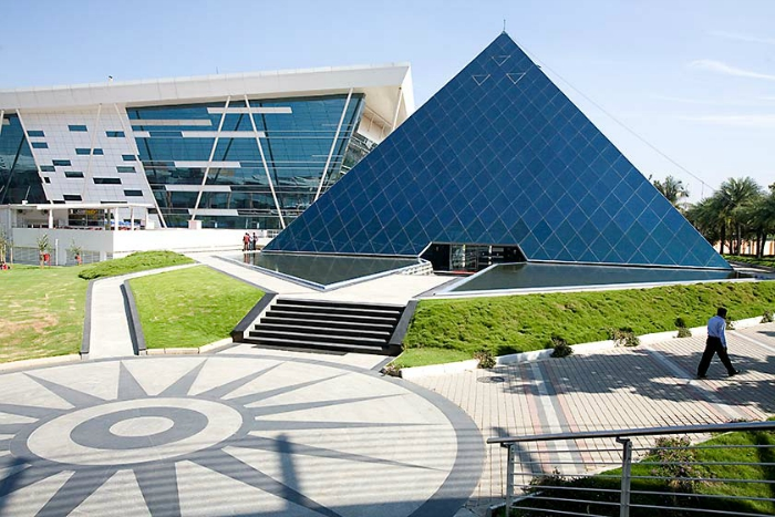 Infy says goodbye to bell curve
