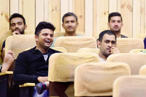 Dhoni enjoys screening of Kapil Sharma
