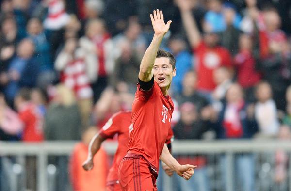 Lewandowski celebrates his fifth goal