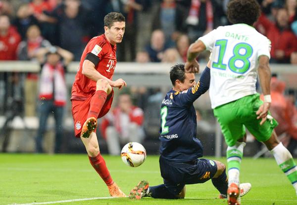 Lewandowski nets one past the keeper