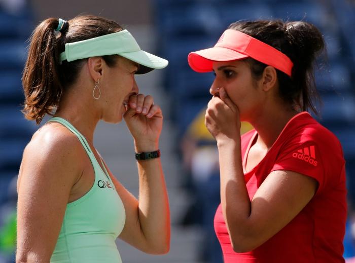 Sania and Hingis win Guangzhou open