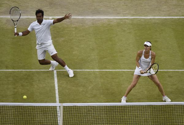 Paes and Hingis during Wimbledon