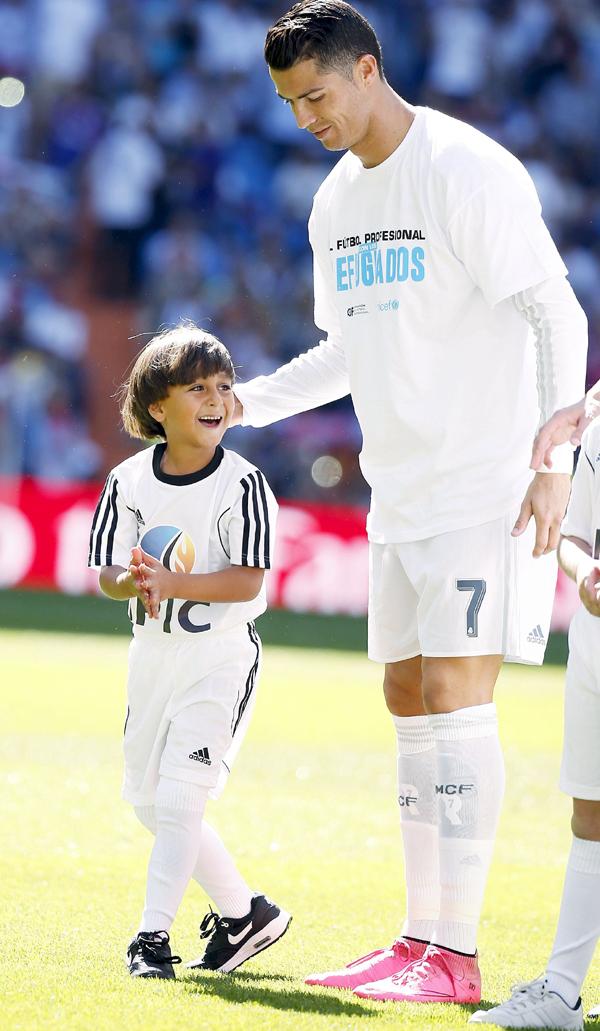 Zaid walks out with Ronaldo