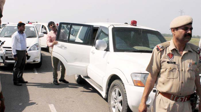 Smriti Irani Convoy Car Allegedly Killed His Father, Police Force Him To Change Car