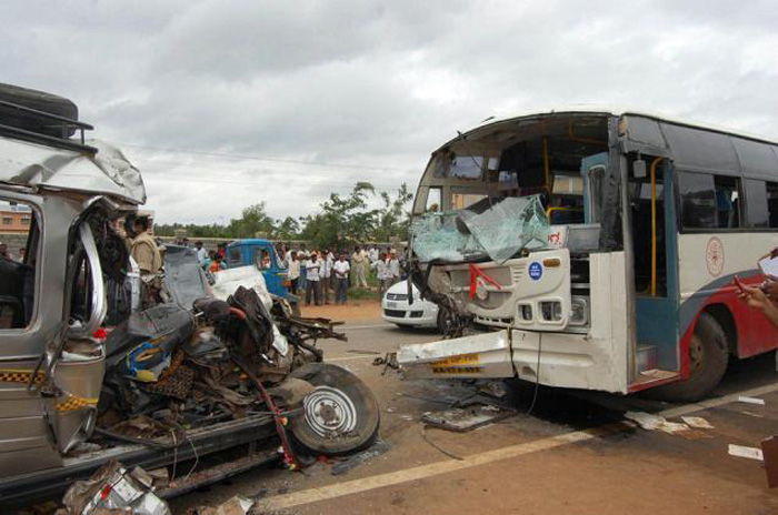 Road Accidents Kill 400 People Every Day In India, One Life Lost Every 3.6 Minutes