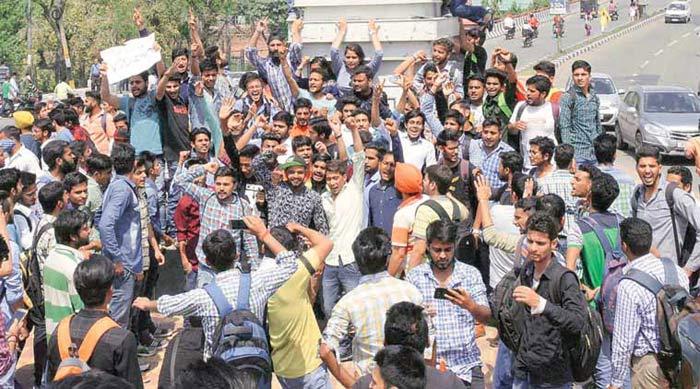 India Don't Force Bharat Mata Ki Jai Chant … Don't Raise Pak Slogans Either …J&K Cops Hit Pro-India Students, Srinagar Unsafe!