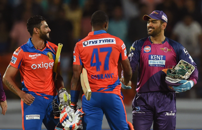 Gujarat Lions greeted by Dhoni