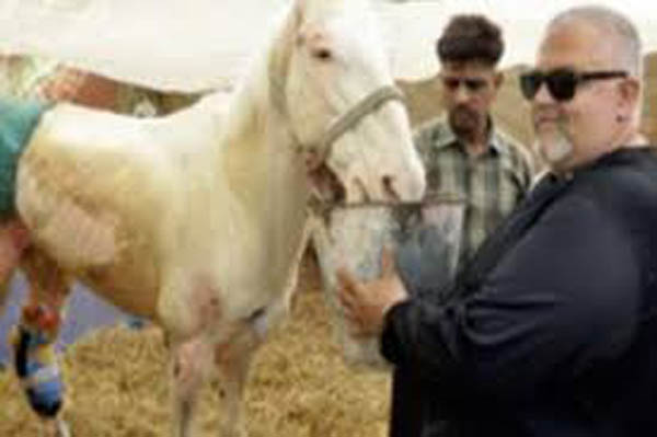 An American Man Travels All The Way To India, Just To Deliver The Prosthetic Limb To Shaktiman
