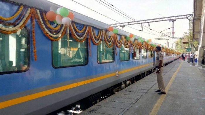 On Debut Day, #GatimanExpress Found To Be Unhygienic And Not That Fast