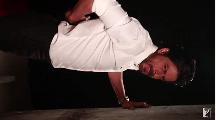 SRK does 300 push-ups for his fan!
